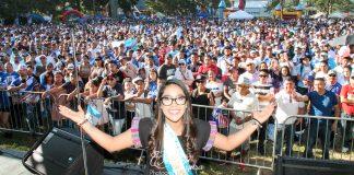 Fotos de César Segura: Gráficas del 7mo Desfile y Festival Guatemalteco de Trenton auspiciado por la Asociación de Comerciantes Guatemaltecos de Trenton, New Jersey.