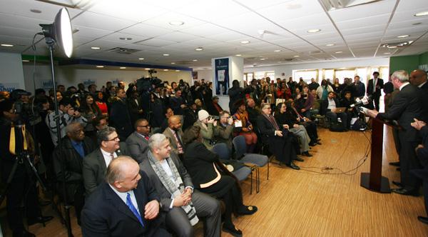 Vista parcial del público durante conferencia de prensa de Phil Murphy.
