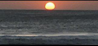 The sun and the ocean. El sol y el océano.