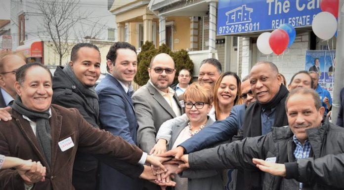 Hispanos unidos apoyando la candidatura de Andre Sayegh para alcalde de Paterson.
