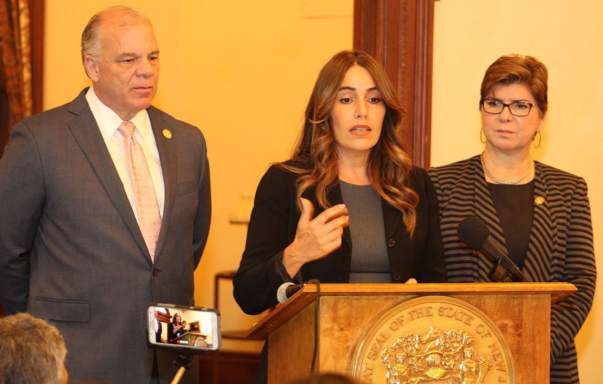 Ruiz y Singleton crean programa piloto para maestros de minoría.